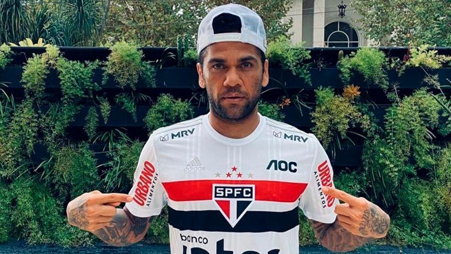 Daniel Alves, jogador do São Paulo, em ação contra o coronavírus - Divulgação