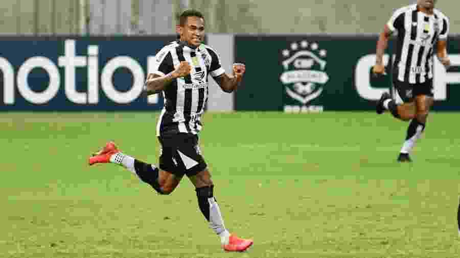 Eduardo comemora gol do Ceará contra o Coritiba - Kely Pereira/AGIF