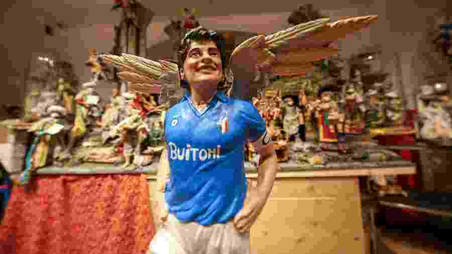 Maradona é ídolo do Napoli, que terá estádio com seu nome nos próximos meses - Carlo Hermann / AFP