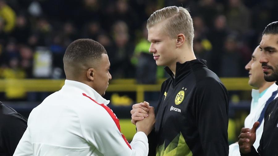 Mbappé e Haaland se cumprimentam antes de jogo entre PSG e Borussia Dortmund - Alex Grimm/Getty Images