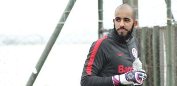 Danilo Fernandes, goleiro do Internacional, treina e deve voltar ao time