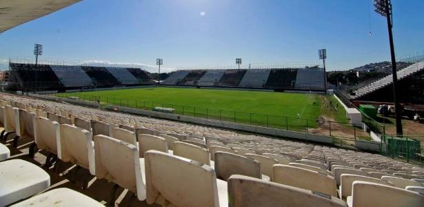 Grêmio tem preocupação com condições e dimensões do campo na Ilha do Governador (RJ)