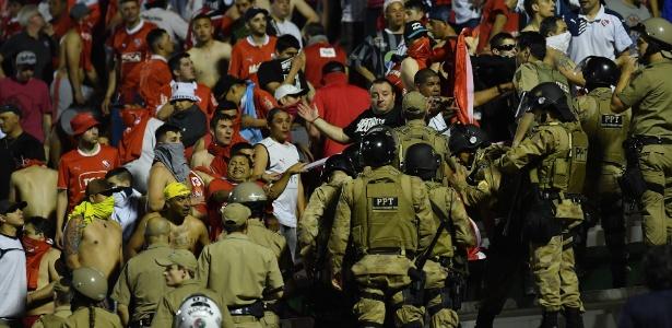 Chapecoense x Independiente na Copa Sul-Americana ficou paralisado 10 min por confusão