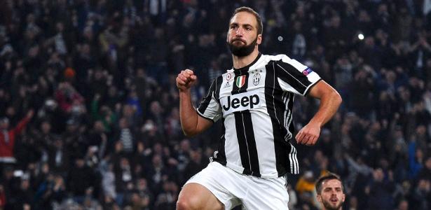 Higuain fez seu centésimo gol na Itália na vitória da Juventus sobre o Lyon