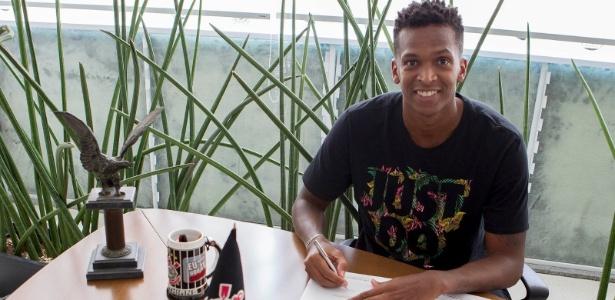Jô assina contrato com o Corinthians: reforço para o ano que vem