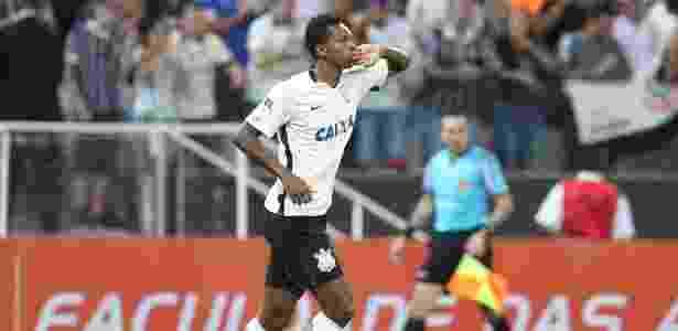 Jô marcou os três gols do Corinthians em clássicos disputados neste ano - Rivaldo Gomes/Folhapress