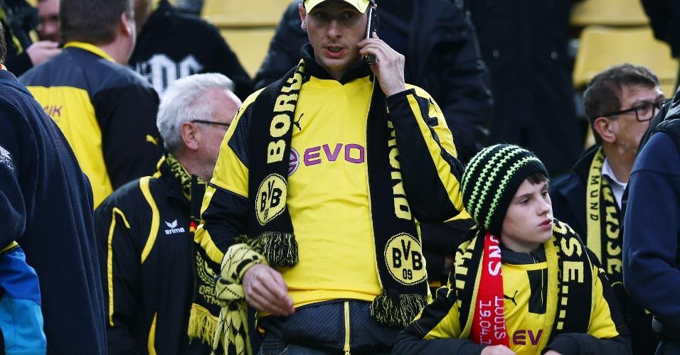 Torcedor do Borussia Dortmund demonstra preocupação com incidente