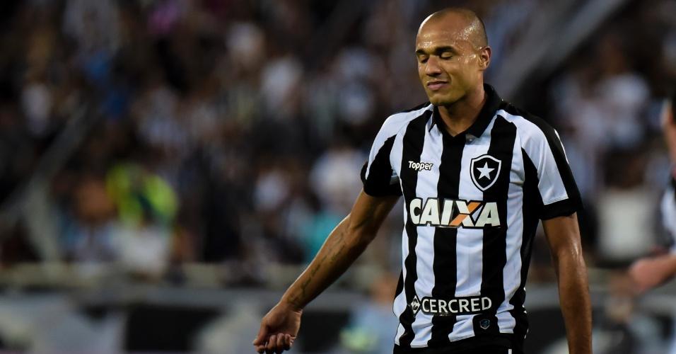 Roger lamenta lance do Botafogo na partida contra o Atlético-MG