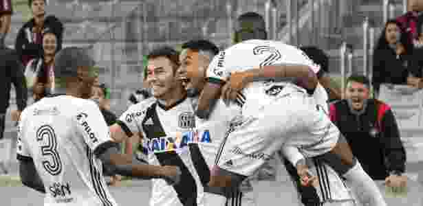 Lucca comemora gol contra Atlético-PR - Cleber Yamaguchi/AGIF - Cleber Yamaguchi/AGIF