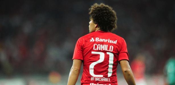 Camilo em ação com a camisa do Internacional pela Série B do Brasileiro