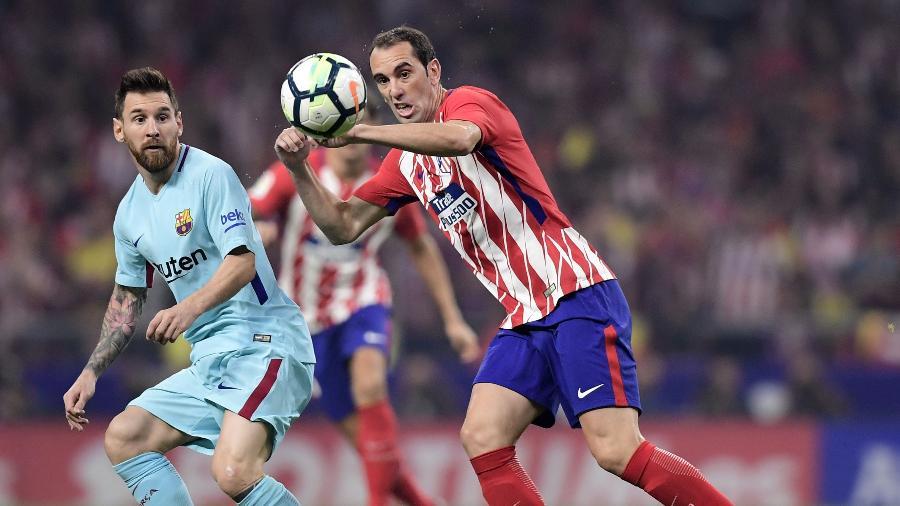 Godín quer atenção da seleção uruguaia com Messi, até mesmo distante - AFP PHOTO / JAVIER SORIANO