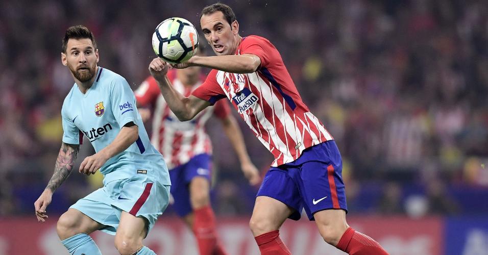 Godín corta passe para Messi em confronto entre Atlético de Madri e Barcelona