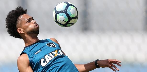 Luis Ricardo, lateral-direito do Botafogo, foi homenageado pelo cem jogos pelo clube - Vitor Silva/SSPress/Botafogo