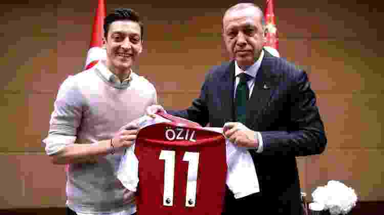 Mezut Özil encontra o presidente da Turquia, Recep Tayyip Erdogan, em Londres - AFP PHOTO / TURKISH PRESIDENTIAL PRESS OFFICE / KAYHAN OZER