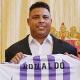 Ronaldo posa com camisa de novo clube: