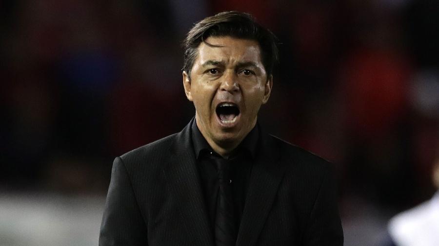 Marcelo Gallardo, treinador do River Plate, gesticula durante partida contra o Grêmio - ALEJANDRO PAGNI / AFP