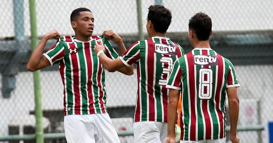 Jogadores do Flu festejam mais um gol sobre o Corinthians
