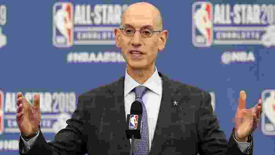 Um dos afetados pelo corte de salários na NBA seria o comissário Adam Silver - STREETER LECKA / GETTY IMAGES NORTH AMERICA / AFP