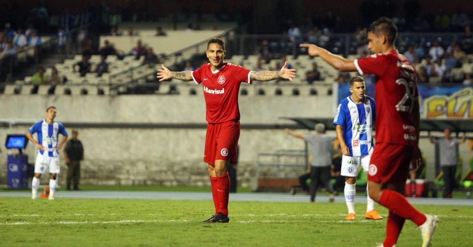 Guerrero comemora gol do Inter contra o Paysandu