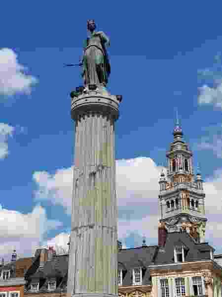 """A """"Coluna da Deusa"""" é um monumento à resistência de Lille - Ana Carolina Silva/UOL"""