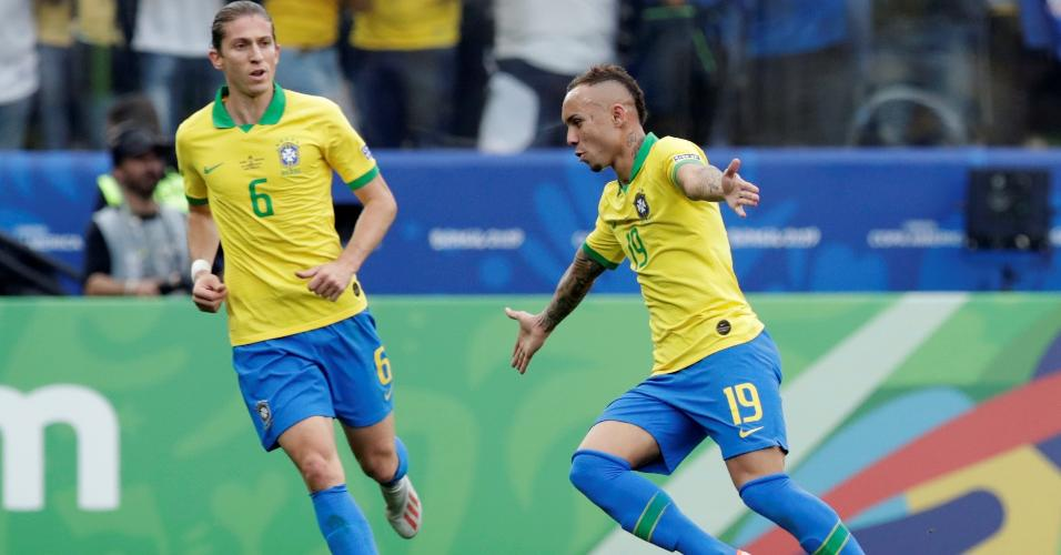 Everton comemora o gol contra o Peru pela Copa América