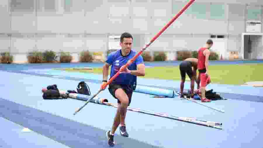 Henrique Martins participa de competição de salto com vara - Reprodução/Instagram Augusto Dutra
