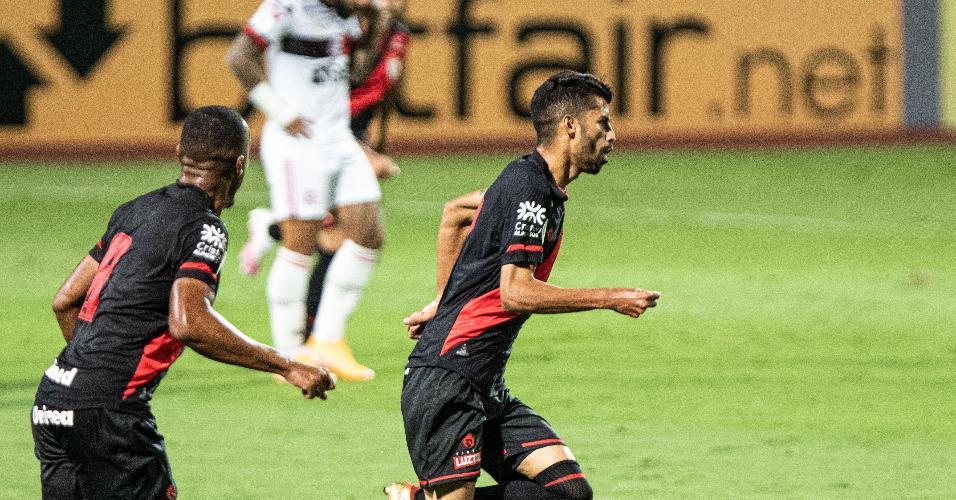 Jorginho, do Atlético-GO, comemora seu gol contra o Flamengo, pelo Brasileirão 2020