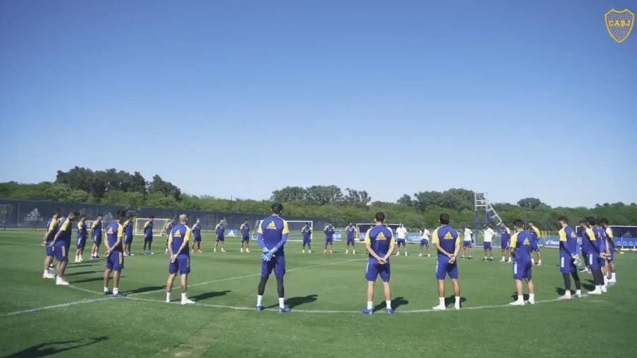 Jogadores do Boca Juniors fazem minuto de silêncio para homenagear memória de maradona - Reprodução/Twitter