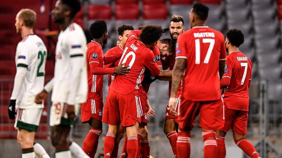 Jogadores do Bayern de Munique comemoram o primeiro gol contra o Lokomotiv  - Lukas Barth-Tuttas/EFE