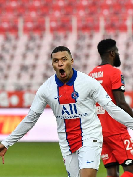 Mbappé marcou dois gols na goleada do PSG sobre o Dijon - PHILIPPE DESMAZES/AFP