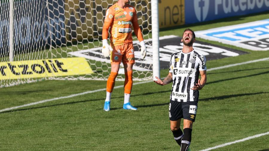 Léo Baptistão lamenta chance perdida pelo Santos contra o Juventude - Luiz Erbes/AGIF