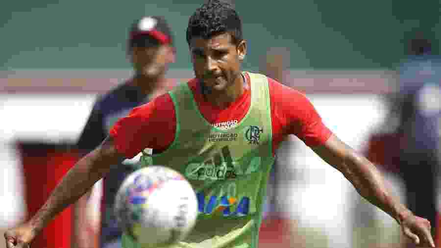 O meia Ederson treina com o Flamengo na sede da Gávea - Gilvan de Souza/ Flamengo