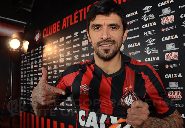 Lucho González é anunciado no Atlético-PR