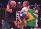 Pitbull recupera cinturão do Bellator e é coroado por Royce Gracie - Reprodução