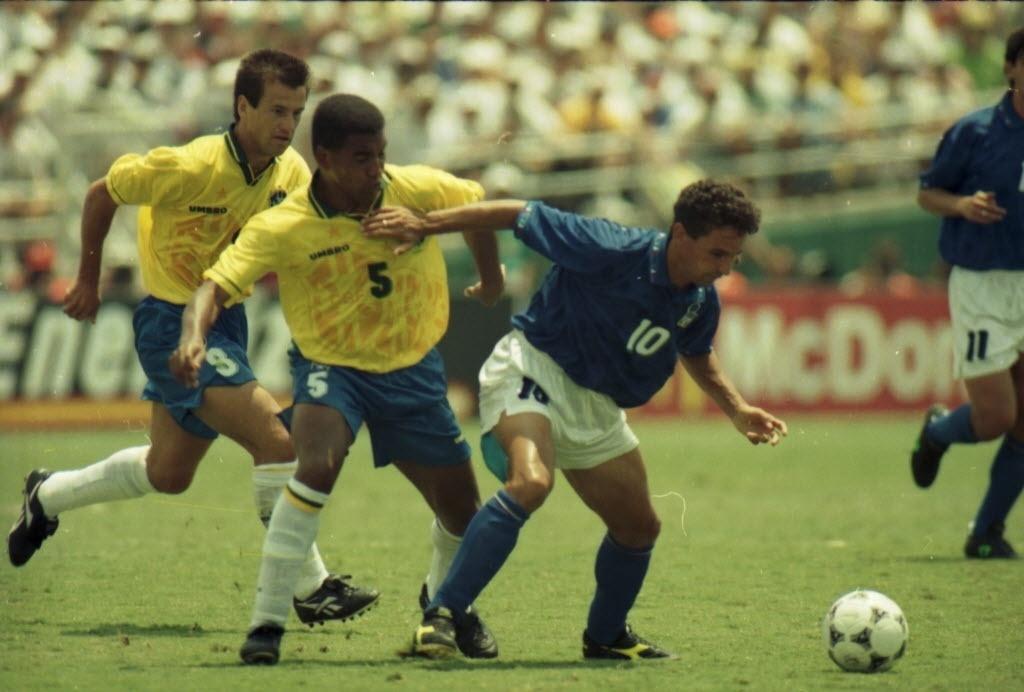 Mauro Silva marca Baggio de perto na final da Copa do Mundo de 1994