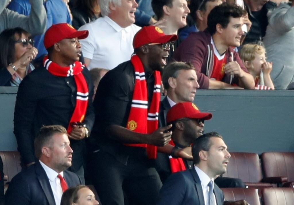 Usain Bolt torce para o Manchester United na partida contra o Leicester
