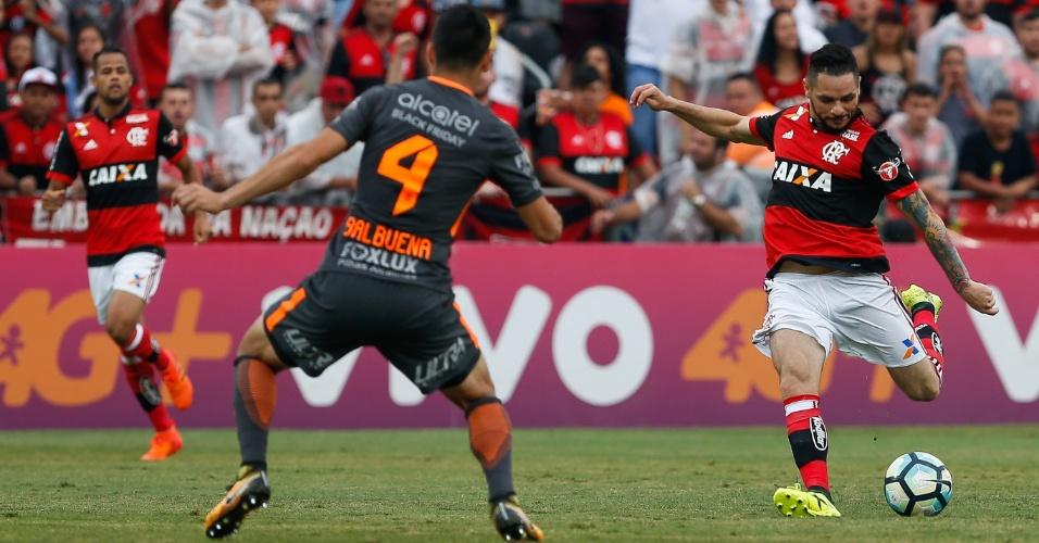 Pará tenta finalizar pelo Flamengo no jogo contra o Corinthians