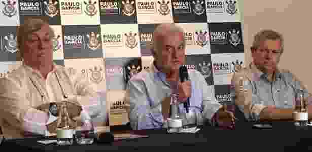 Paulo Garcia (centro), entre Adauto e Piovesan: quinto candidato do Corinthians - Dassler Marques/UOL