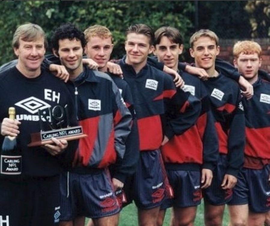 Beckham publica foto de quando era juvenil no Manchester United