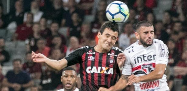 Na primeira partida, Pablo abriu caminho para o Furacão vencer em Curitiba