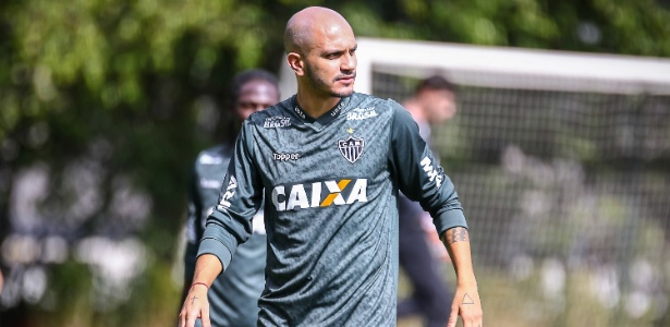 Fábio Santos, lateral do Atlético-MG, ainda não tem definição sobre atuação contra o São Paulo
