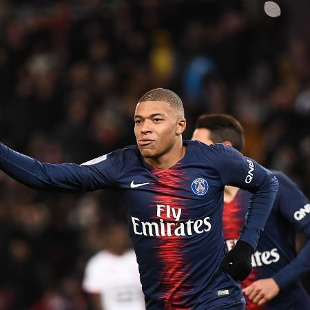Mbappé comemora gol contra o Rennes - FRANCK FIFE/AFP