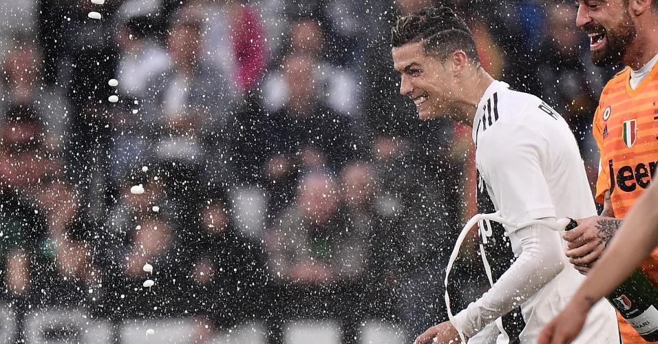 Cristiano Ronaldo celebra título