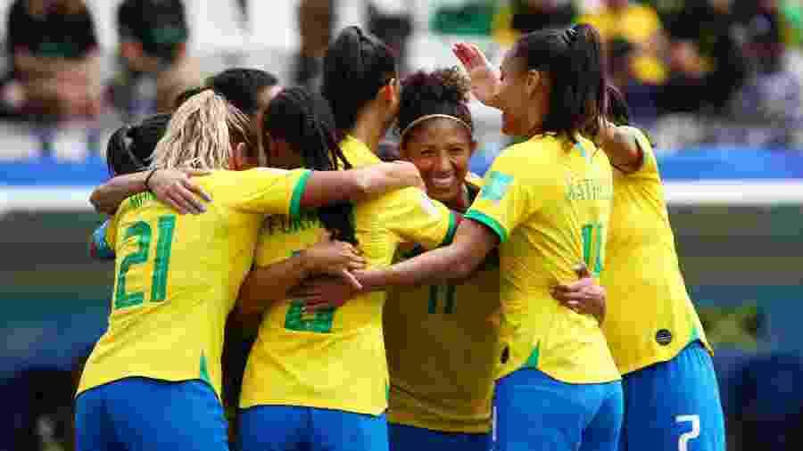 Seleção brasileira sobe no ranking da FIFA e mostra evolução no pós Copa - REUTERS/Denis Balibouse