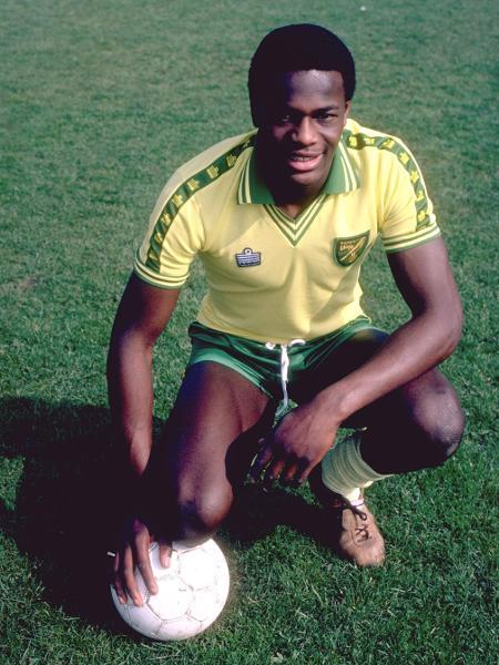 Justin Fashanu, jogador do Norwich City, foi o primeiro profissional a se assumir gay na Inglaterra - Allsport UK /Getty Images