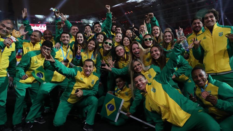 Delegação brasileira durante a cerimônia de encerramento do Pan de Lima - Henry Romero/Reuters