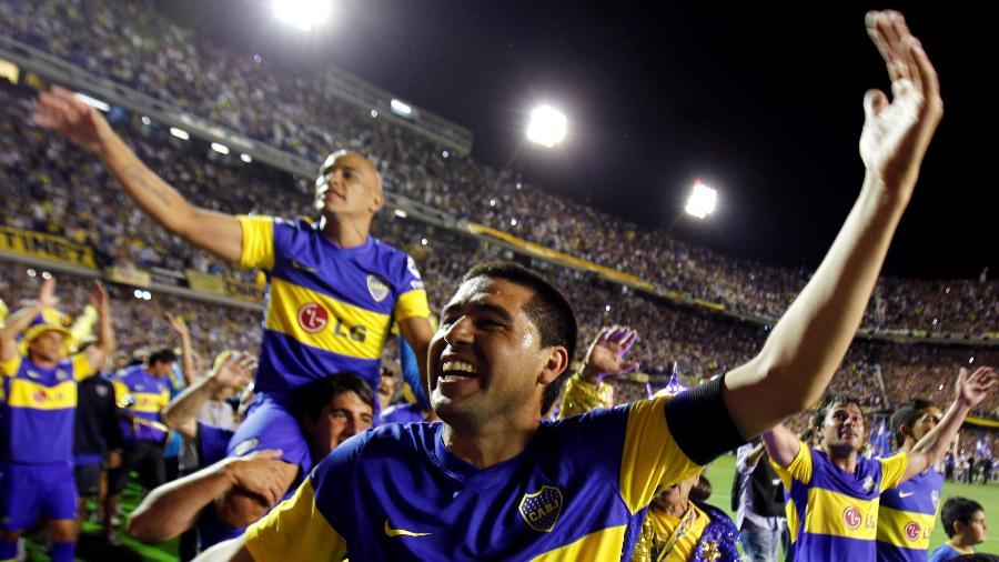 Riquelme faz festa com torcida do Boca Juniors na Bombonera - REUTERS/Marcos Brindicci