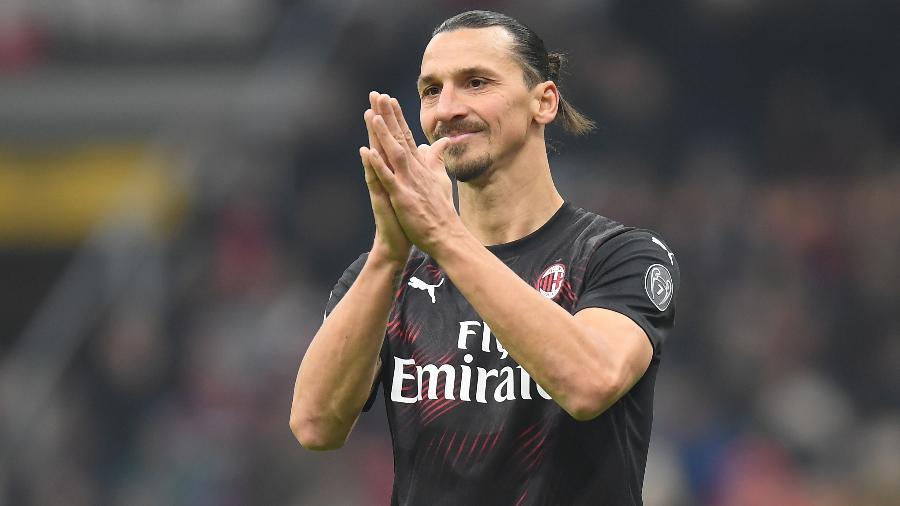 Ibrahimovic reestreia com a camisa do Milan  - REUTERS/Daniele Mascolo