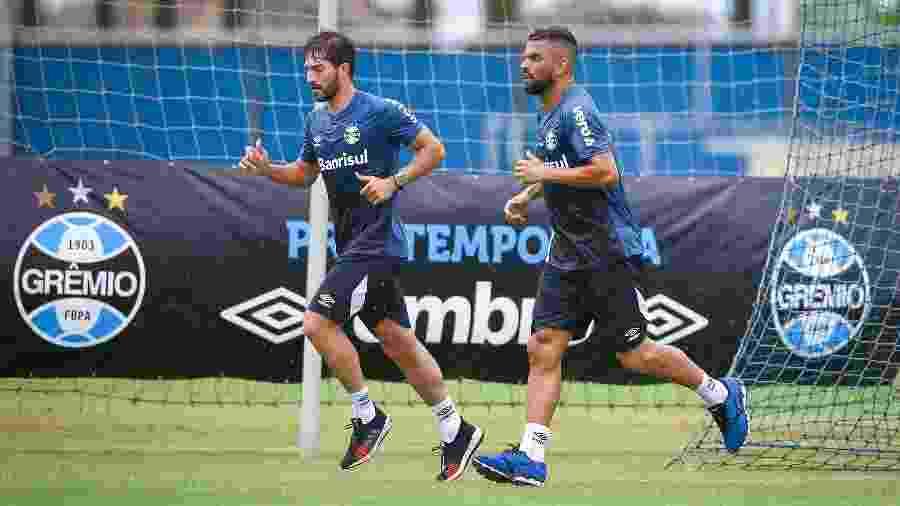 Lucas Silva (e) foi apresentado como jogador do Grêmio na manhã de hoje - Lucas Uebel/Grêmio