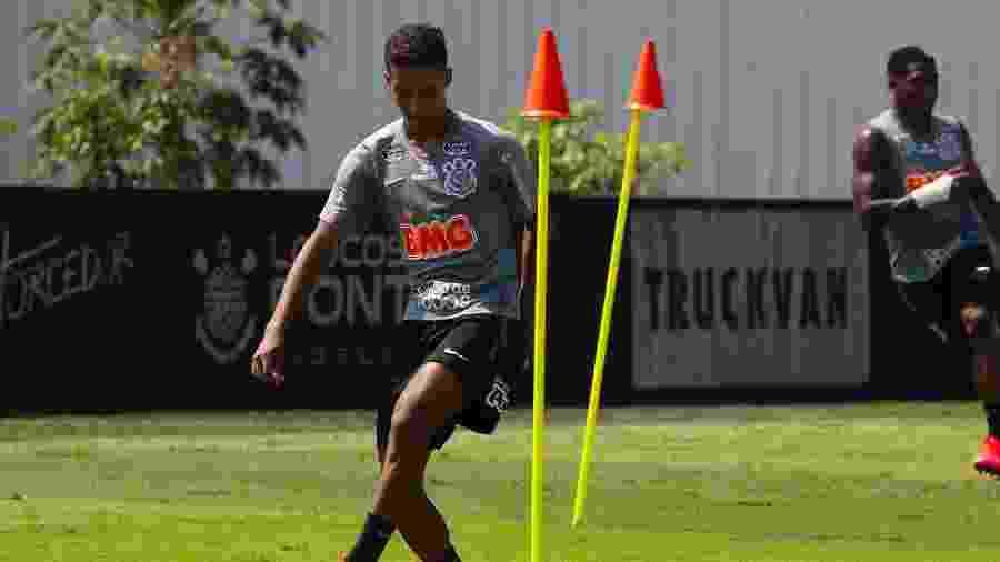 Pedrinho em ação em treino do Corinthians no CT Joaquim Grava na semana passada - Daniel Augusto Jr./Agência Corinthians